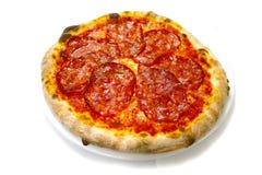 La pizza italienne de nourriture de mozzarela calabrese de salami de pizza, jambon répand des olives Images libres de droits