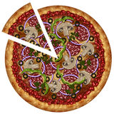 La pizza realistica con la salsiccia e le verdure con un taglio collegano Fotografie Stock