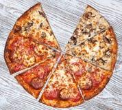 La pizza sans une rapièce, champignon et viande végétariens photographie stock libre de droits