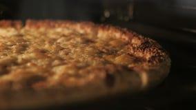 La pizza vegetariana del queso derrite de calor del horno almacen de video
