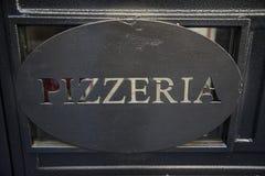 La pizzería firma adentro Roma, Italia Imágenes de archivo libres de regalías