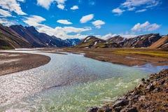 La pléthore d'été d'eaux de fonte a inondé la route au camping de touristes Images stock