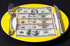 La placa con el dinero Fotografía de archivo libre de regalías
