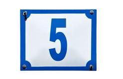 La placa del número cinco del direccionamiento de calle aisló imágenes de archivo libres de regalías