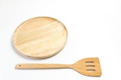 La placa o la bandeja de madera con la aleta o la espada aisló el fondo blanco Imagenes de archivo