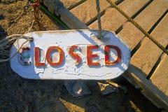 La placca alla località di soggiorno, dice che il café è chiuso Immagini Stock Libere da Diritti