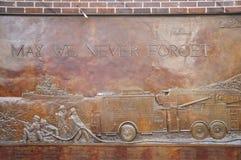 9 La placca commemorativa di 11 vigile del fuoco Immagini Stock Libere da Diritti