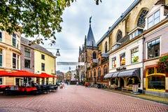 La place centrale, a appelé Grote Plein, dans la ville hanseatic historique de Zwolle photo stock