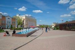 La place centrale dans Dmitrov, Russie Images stock
