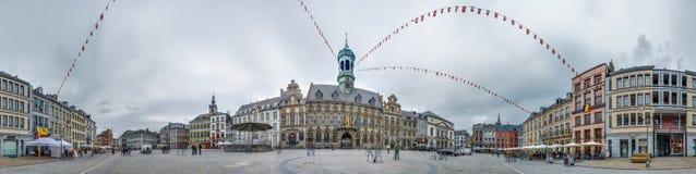 La place centrale et l'hôtel de ville à Mons, Belgique. Photo libre de droits