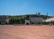 La place de Bellecour à Lyon avec une statue de Louis XIV en le franc Images stock