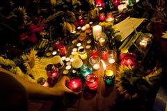 La place de personnes fleurit à l'ambassade néerlandaise dans Kyiv Photo libre de droits