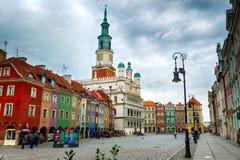 La place principale et l'hôtel de ville à Poznan, Pologne Image stock