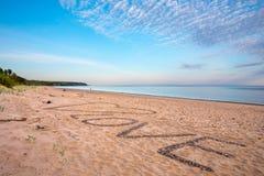 La plage avec AMOUR des textes sur le sable Photographie stock