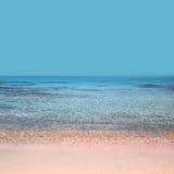 La plage avec le cristal arrose Elafonisi Crète photo libre de droits