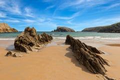 La plage bleue d'Arnia en Cantabrie Photo libre de droits