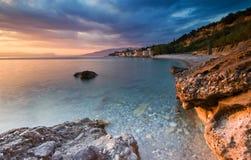 La plage chez Akrogiali Image libre de droits