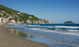 La plage chez Alassio en automne photographie stock libre de droits
