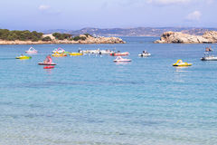 La plage chez Baja Sardaigne en Sardaigne, Italie photographie stock