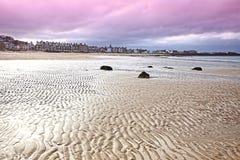 La plage chez Berwick du nord, Lothian est Image libre de droits