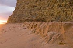 La plage contacte la falaise Images stock