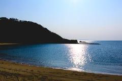 La plage dans un coucher du soleil Image stock