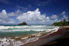 La plage de Hana sur l'île de Maui, Hawaï Photographie stock