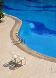 La plage de la piscine photographie stock libre de droits