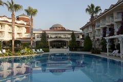 La plage de Larissa Sultan d'hôtel dans Camyuva Images stock