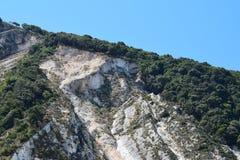 La plage de Myrthos avec l'entourage de montagnes Photos stock