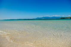 La plage de paradis complètement du soleil Photo libre de droits