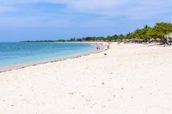 La plage de paradis de l'Ancon de Playa au Cuba Images libres de droits