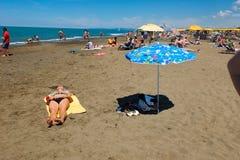 La plage du della Pescaia de Castiglione dans le secteur de blogheri dedans image libre de droits