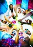 La plage encourage le concept d'amusement d'été d'amitié de célébration Images libres de droits