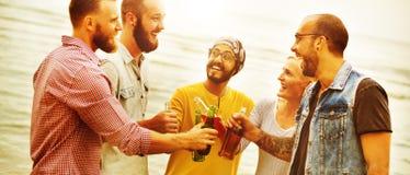 La plage encourage le concept d'amusement d'été d'amitié de célébration Photographie stock