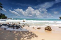 La plage Laem chantent à Phuket Image stock