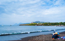 La plage noire de sable Photographie stock libre de droits