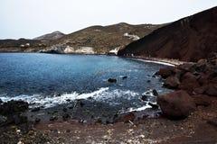 La plage rouge de Santorini Images libres de droits
