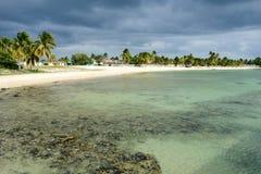 La plage sablonneuse a appelé Playa Giron sur le Cuba Photos libres de droits