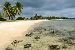La plage sablonneuse a appelé Playa Giron sur le Cuba Photographie stock libre de droits