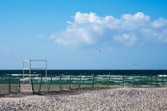 La plage sur la côte de mer baltique dans Warnemuende, Allemagne Images libres de droits