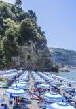 La plage sur la côte Italie d'Amalfi Photographie stock
