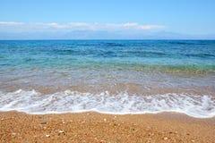 La plage sur la mer ionienne à l'hôtel de luxe Photo stock