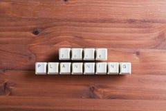 La planification de 2018 nouvelles années sur des clés de clavier d'ordinateur se boutonne sur le bois Photographie stock