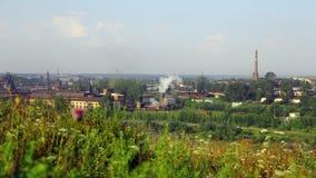 La planta metalúrgica de Alapaevsky contamina el ambiente de la pequeña ciudad de Ural metrajes