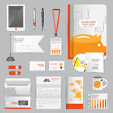 La plantilla blanca de la identidad con las cartas de negocio anaranjadas del cerdo el trabajo del ahorro y de plumas asalta la b Foto de archivo libre de regalías