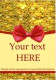 La plantilla de la tarjeta de felicitación con el arco y el oro rojos realistas brilla Imagenes de archivo