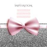 La plantilla decorativa de la tarjeta de la invitación con el arco y la plata brillan libre illustration