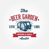 La plantilla del logotipo del vintage con wodden barriles stock de ilustración