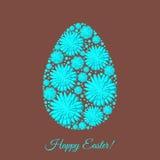 La plantilla feliz de la tarjeta de felicitación de Pascua con las flores adornadas egg Fotos de archivo